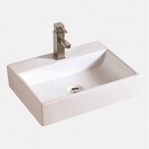 Квадратна мивка върху плот