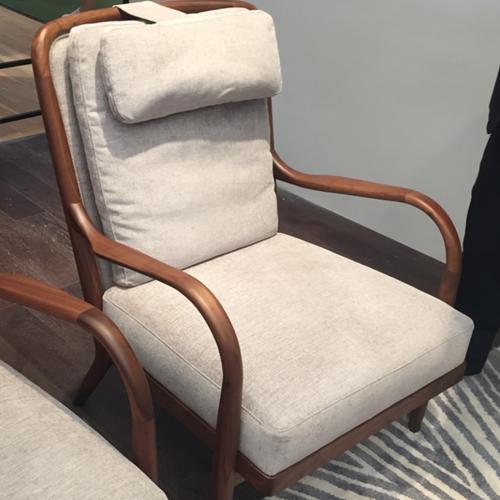Кресло с подлакътници с финиш от американски орех