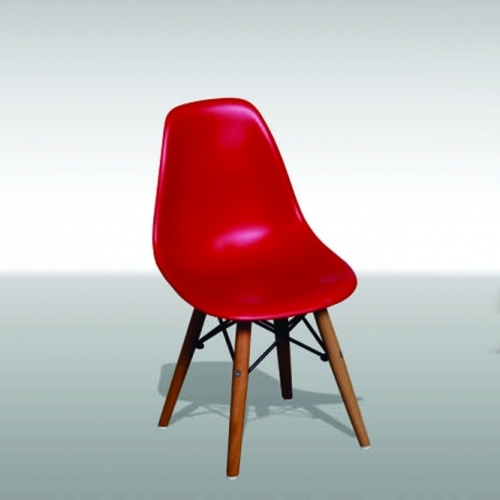 Детско столче в червен цвят и дървена основа