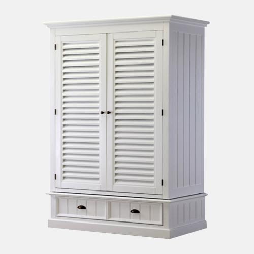 Бял дървен гардероб