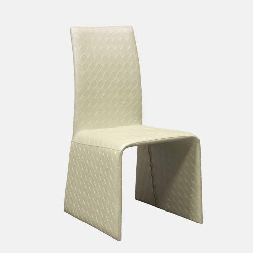Трапезарен стол в бежова изкуствена кожа