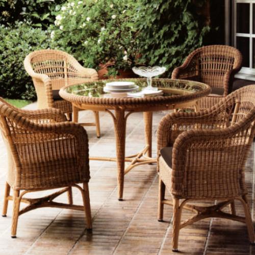 Градински трапезарен стол в кафяв цвят