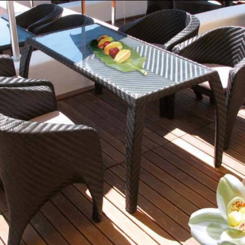 Трапезарна маса от ратан, черна