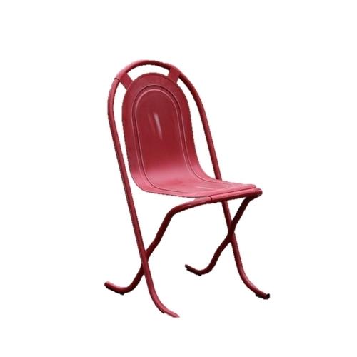 Метален стол в червен цвят