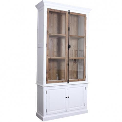 Висок бял дървен шкаф