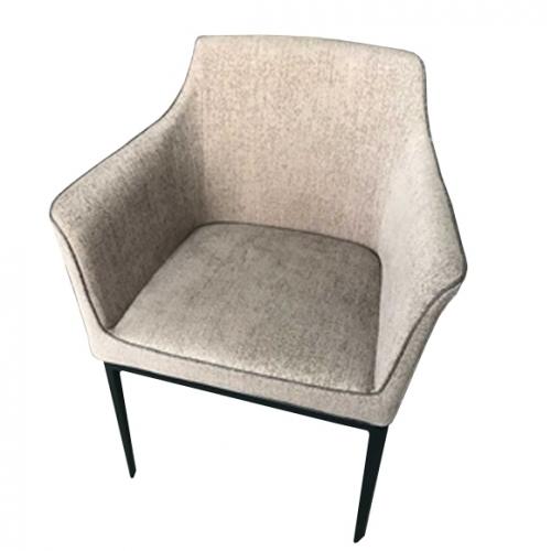 Трапезарен стол със светло кафява дамаска