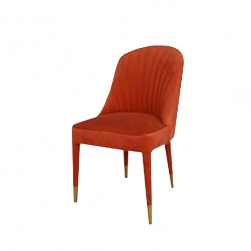Трапезарен стол с червена кадифена дамаска