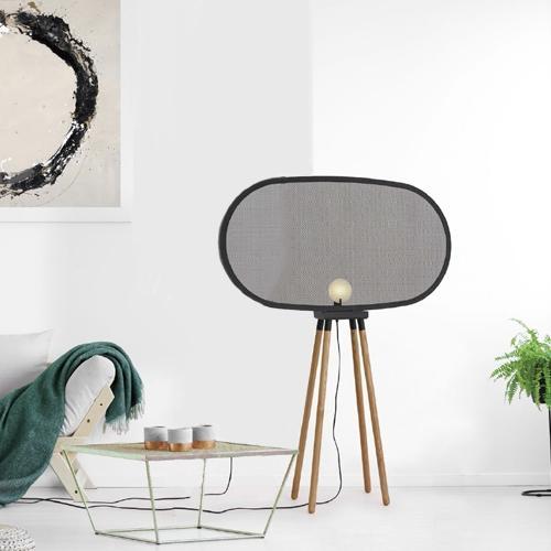 Настолна лампа в черен цвят